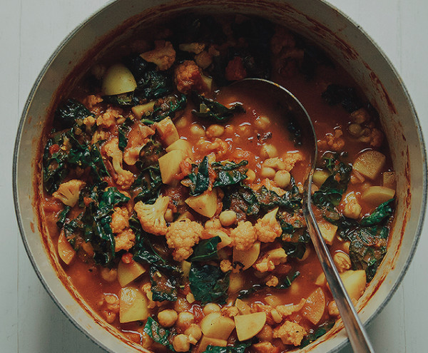Cauliflower, Kale and Chickpea Curry Pot